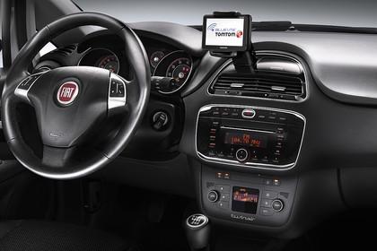 Fiat Punto Evo 199 Innenansicht statisch Studio Armaturenbrett beifahrerseitig