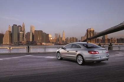 VW Passat CC Aussenansicht Heck schräg statisch hellbraun