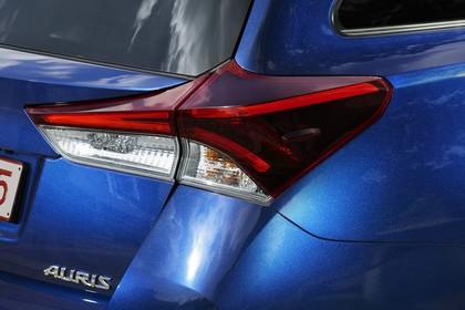 Toyota Auris Touring Sports E18 Aussenansicht Heck schräg statisch Detail Rückleuchte rechts