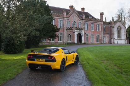 Lotus Exige Sport 350 Aussenansicht Heck schräg erhöht statisch gelb