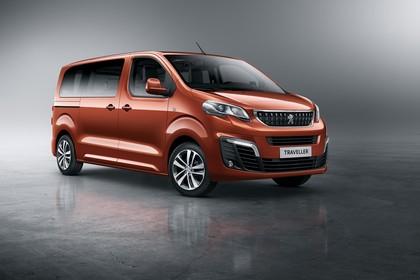 Peugeot Traveller V Aussenansicht Front schräg statisch Studio orange
