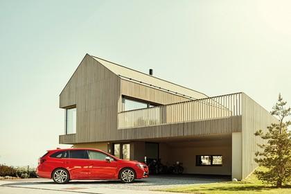 Subaru Levorg Aussenansicht Seite statisch rot