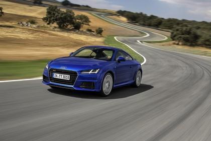 Audi TT 8S Aussenansicht Front schräg dynamisch blau
