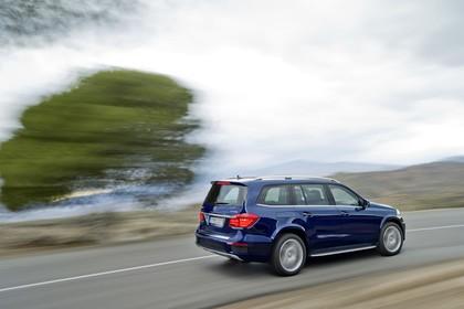 Mercedes Benz GL-Klasse Aussenansicht Heck schräg dynamisch blau