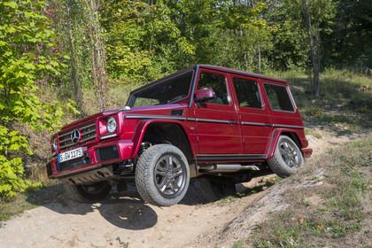 Mercedes-Benz G-Klasse W463 Aussenansicht Front schräg dynamisch rot