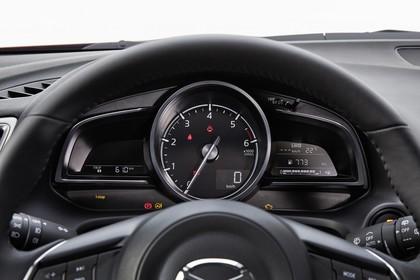 Mazda 3 BM Fünftürer Innenansicht statisch Studio Detail Armaturenbrett