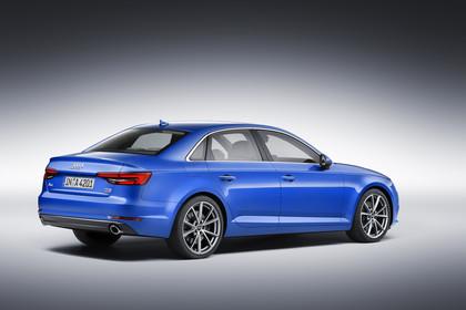 Audi A4 Limousine B9 Aussenansicht Seite schräg Studio statisch blau
