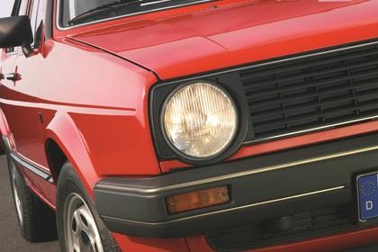 VW Golf 2 Studio Detail Aussenansicht Scheinwerfer statisch rot