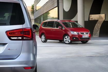 SEAT Alhambra 7N Heck Front schräg statisch grau rot