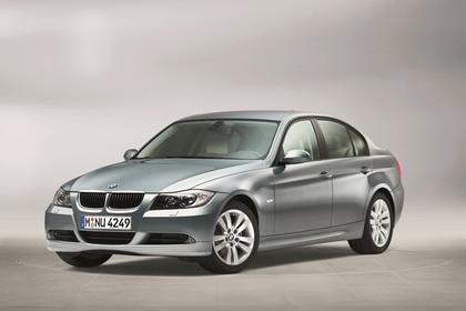 BMW 3er Limousine Aussenansicht Front schräg statisch grau