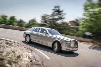 Rolls-Royce Phantom Aussenansicht Seite schräg dynamisch grau