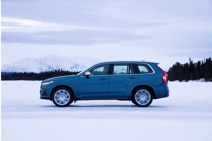 Volvo XC90 L Aussenansicht Seite dynamisch blau