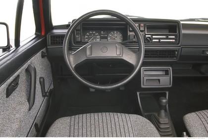 VW Golf 2 Studio Innenansicht Fahrerposition statisch grau
