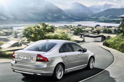 Volvo S80 AS Facelift Aussenansicht Heck schräg dynamisch silber