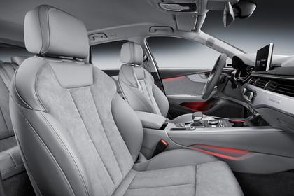 Audi A4 allroad quattro Innenansicht Vordersitze Studio statisch grau