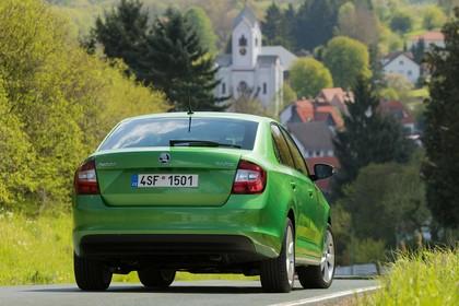Skoda Rapid Limousine NH Heck schräg statisch grün