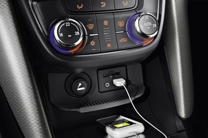 Opel Zafira C Tourer Innenansicht Detail Mittelkonsole USB statisch schwarz