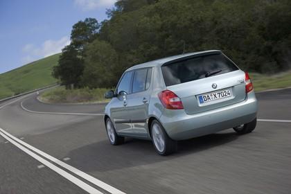 Skoda Fabia 5J Facelift Aussenansicht Heck schräg dynamisch hellgrün