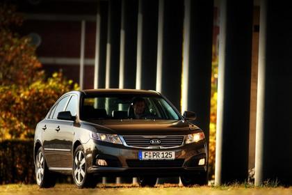 Kia Magentis MG Facelift Aussenansicht Front schräg statisch braun