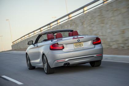 BMW 2er Cabrio F23 Aussenansicht Heck dynamisch silber