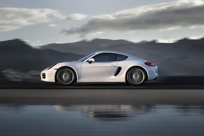 Porsche Cayman (981) Aussenansicht Seite dynamisch weiss