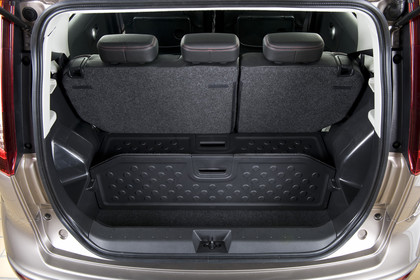 Nissan Note E11 Innenansicht Kofferraum statisch schwarz