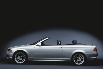 BMW 3er Cabriolet E46 Aussenansicht Seite statisch Studio silber