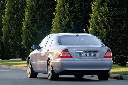 Mercedes S-Klasse W220 Aussenansicht Heck schräg dynamisch silber