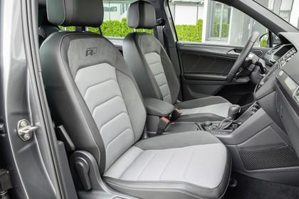 VW Tiguan 2 R-Line Innenansicht Vodersitze statisch grau