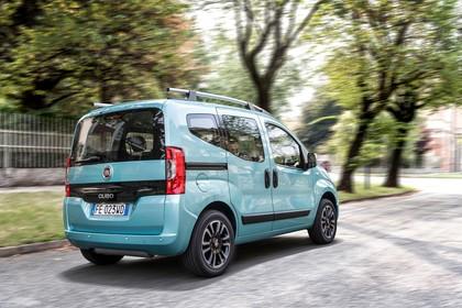 Fiat Qubo 225 Aussenansicht Heck schräg dynamisch blau