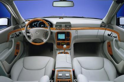 Mercedes S-Klasse W220 Studio Innenansicht Front statisch grau braun