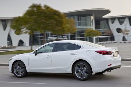 Mazda 6 Limousine GJ Aussenansicht Seite schräg dynamisch weiss