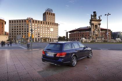 Mercedes E-Klasse T-Modell S212 Aussenansicht Heck schräg statisch blau
