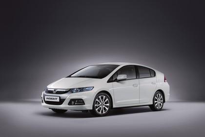 Honda Insight Studio Aussenansicht Front statisch weiß