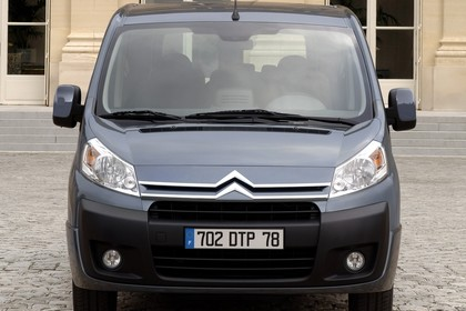 Citroën Jumpy II Aussenansicht Front statisch grau