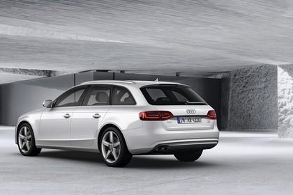 Audi A4 B8 Avant Aussenansicht Heck schräg statisch weiss