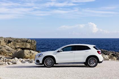Mercedes-Benz GLA X156 Aussenansicht Seite statisch weiss