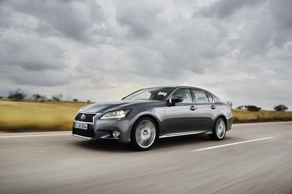Lexus GS 300h L10 Aussenansicht Seite schräg dynamisch grau