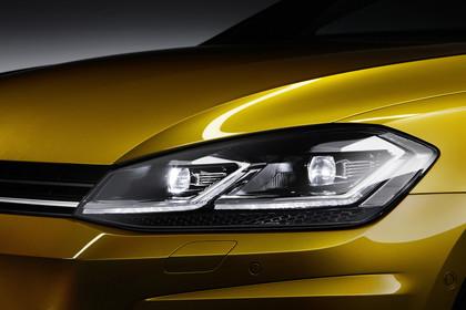 VW Golf 7 Facelift Aussenansicht Front Detail Scheinwerfer statisch gold