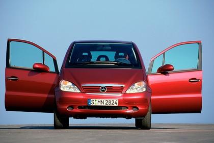 Mercedes A-Klasse W168 Aussenansicht Front statisch rot