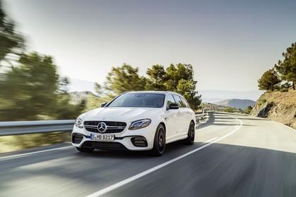 Mercedes-AMG E 63 S213 Aussenansicht Front schräg dynamisch weiss