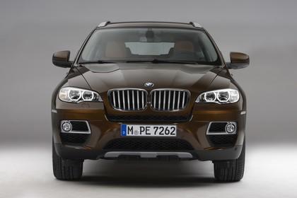 BMW X6 E71 LCI Aussenansicht Front statisch Studio braun