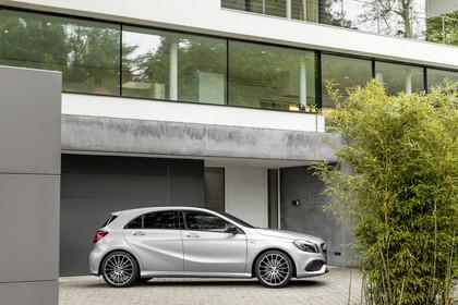 Mercedes A-Klasse W176 Aussenansicht Seite statisch silber