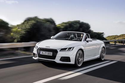 Audi TT 8S Roadster Aussenansicht Front schräg dynamisch weiss