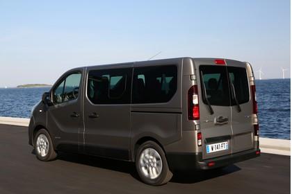 Renault Trafic 3 Combi Aussenansicht Seite schräg dynamisch beige
