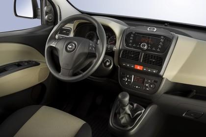 Opel Combo Tour Inennansicht Beifahrerposition Studio statisch beige