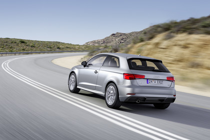 Audi A3 8V Dreitürer Facelift Aussenansicht Heck schräg dynamisch silber