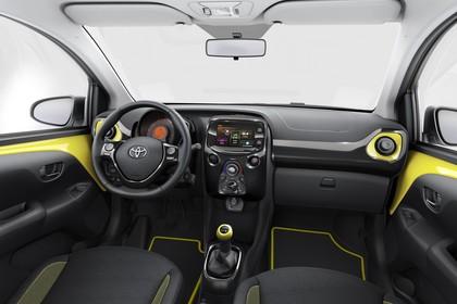Toyota Aygo Innenansicht Front statisch schwarz gelb