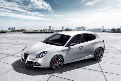 Alfa Romeo Giulietta 940 Aussenansicht Seite schräg erhöht statisch weiss