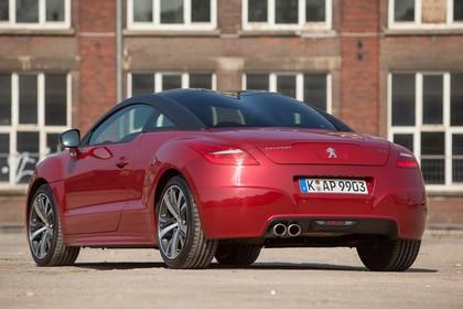 Peugeot RCZ Aussenansicht Heck schräg statisch rot